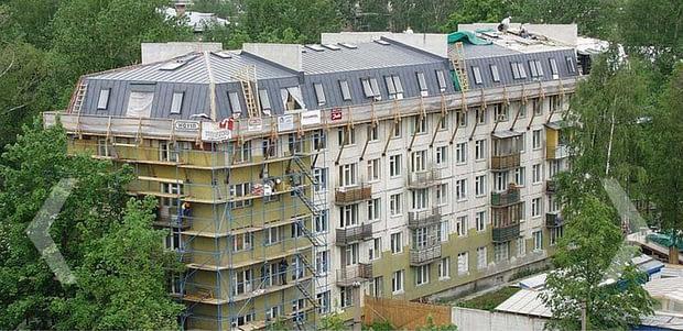 """Lengvų konstrukcijų antstatas ant taip vadinamos """"chruščiovkės"""", """"Rockwool"""" projektas Rusijoje."""